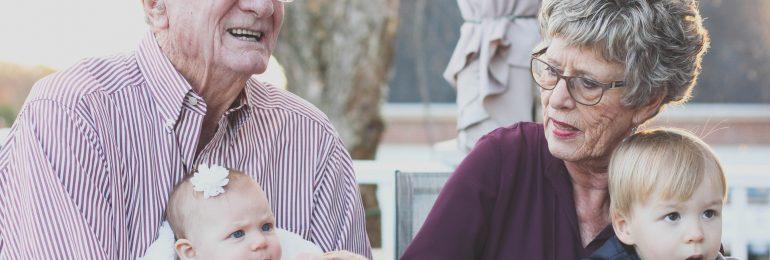 Świat dogania babcie i dziadków – seniorzy doganiają świat