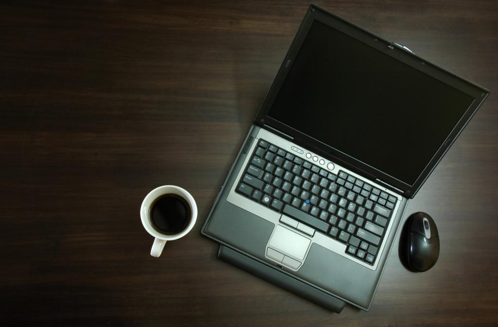 O narzekaniu i przewadze papieru nad Internetem
