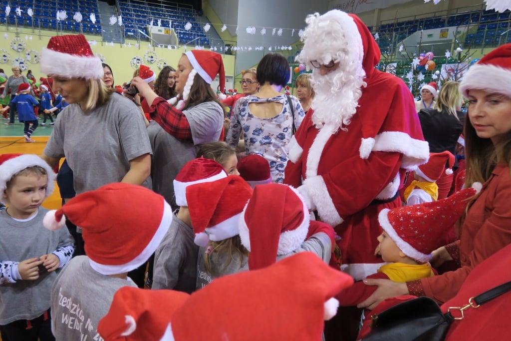 Elbląg: Przedszkolaki spotkały się z Mikołajem
