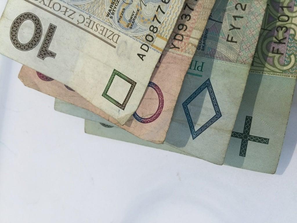 Społeczeństwo: Od dziś niemal 30 złotych więcej emerytury i renty