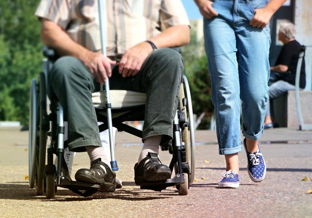 Sopot: Asystent wspiera osoby z niepełnosprawnościami