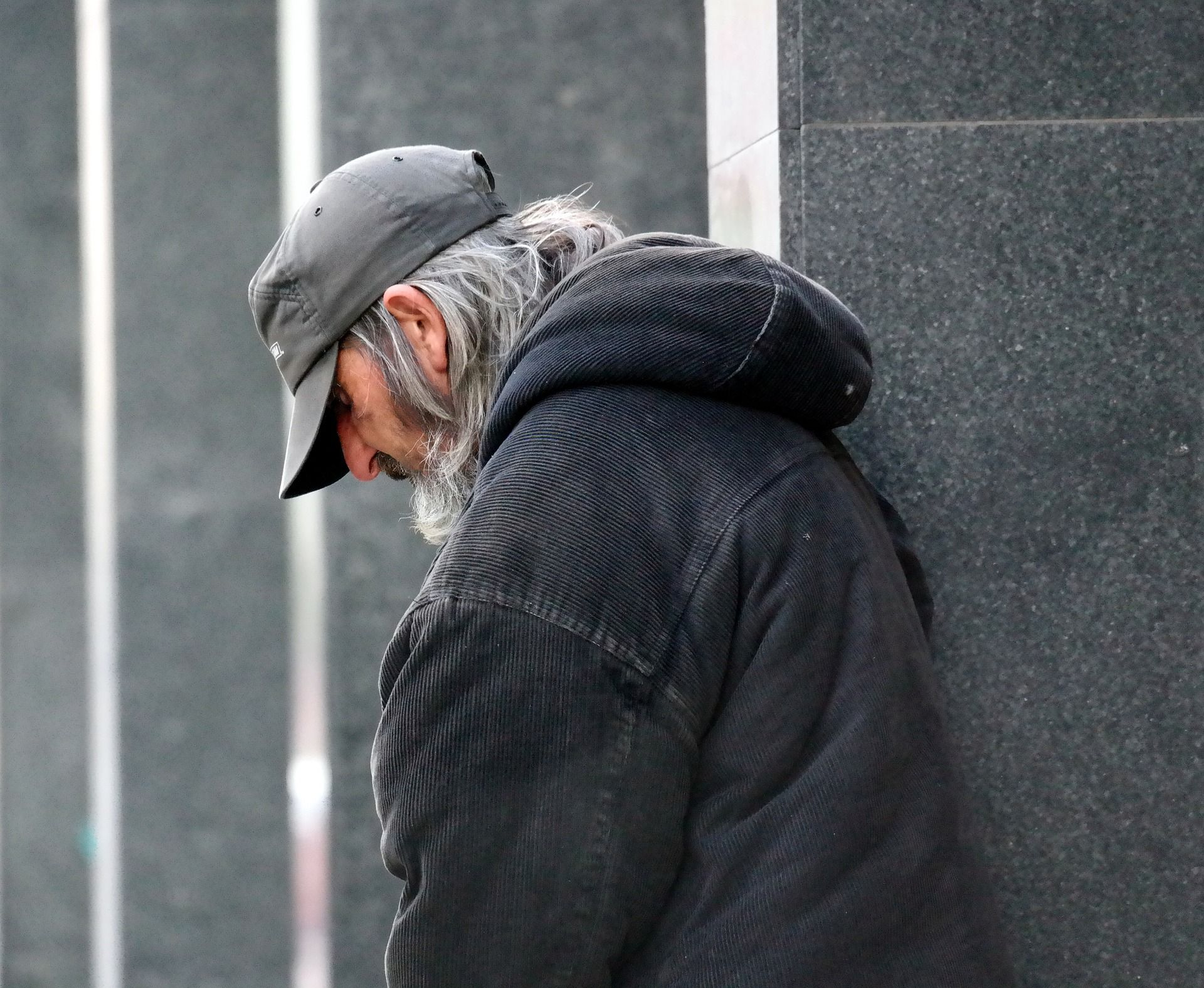 Pomoc osobom bezdomnym w chłodne dni
