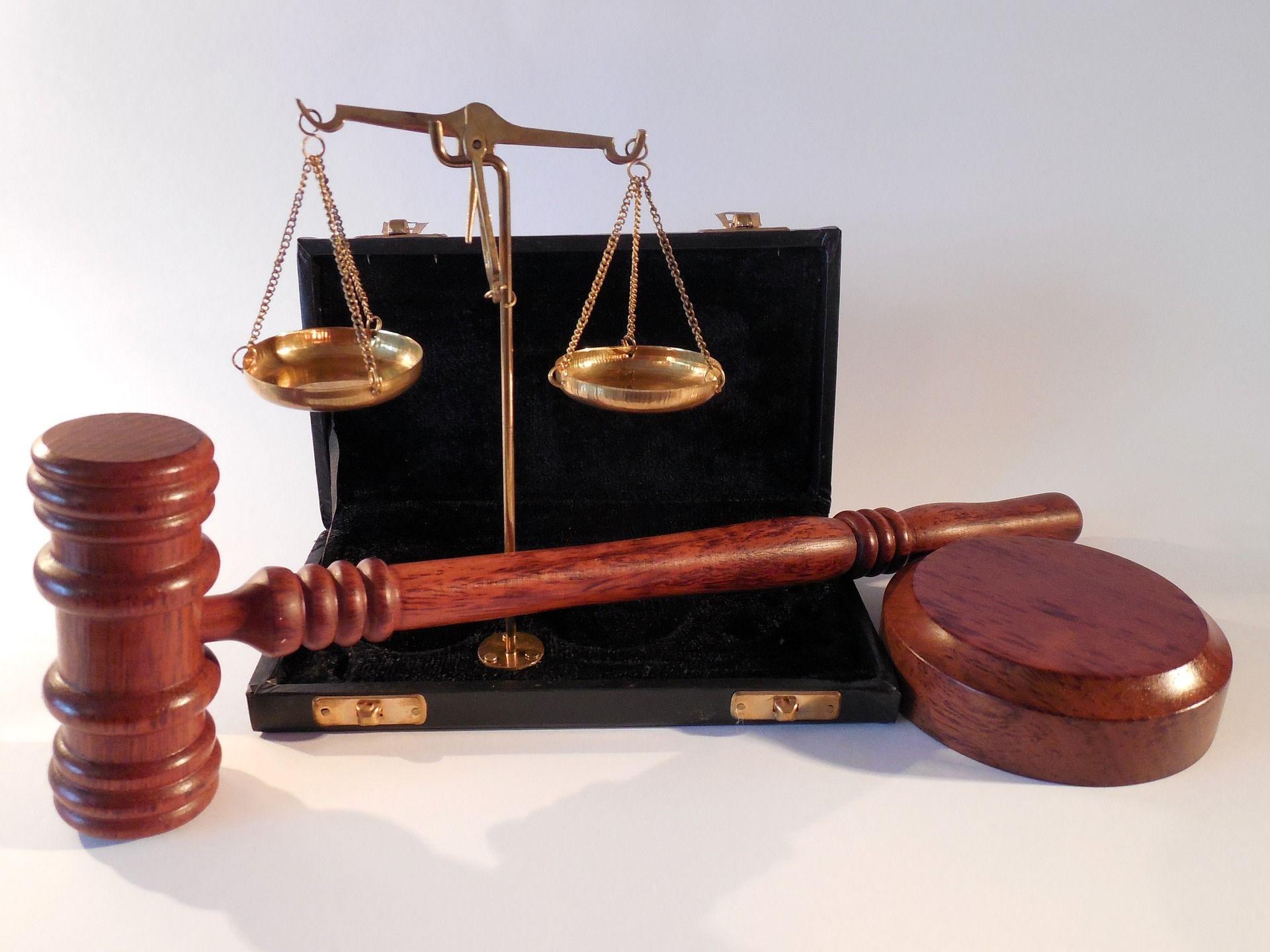 Suwałki: Sąd uniewinnił kasjerkę, która nie obsłużyła klientki bez maseczki