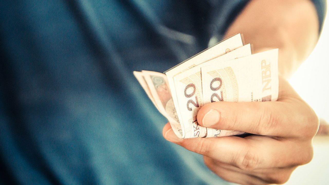Raport ZBP: Przeciętne wydatki studenta przekroczą 2,1 tys. zł