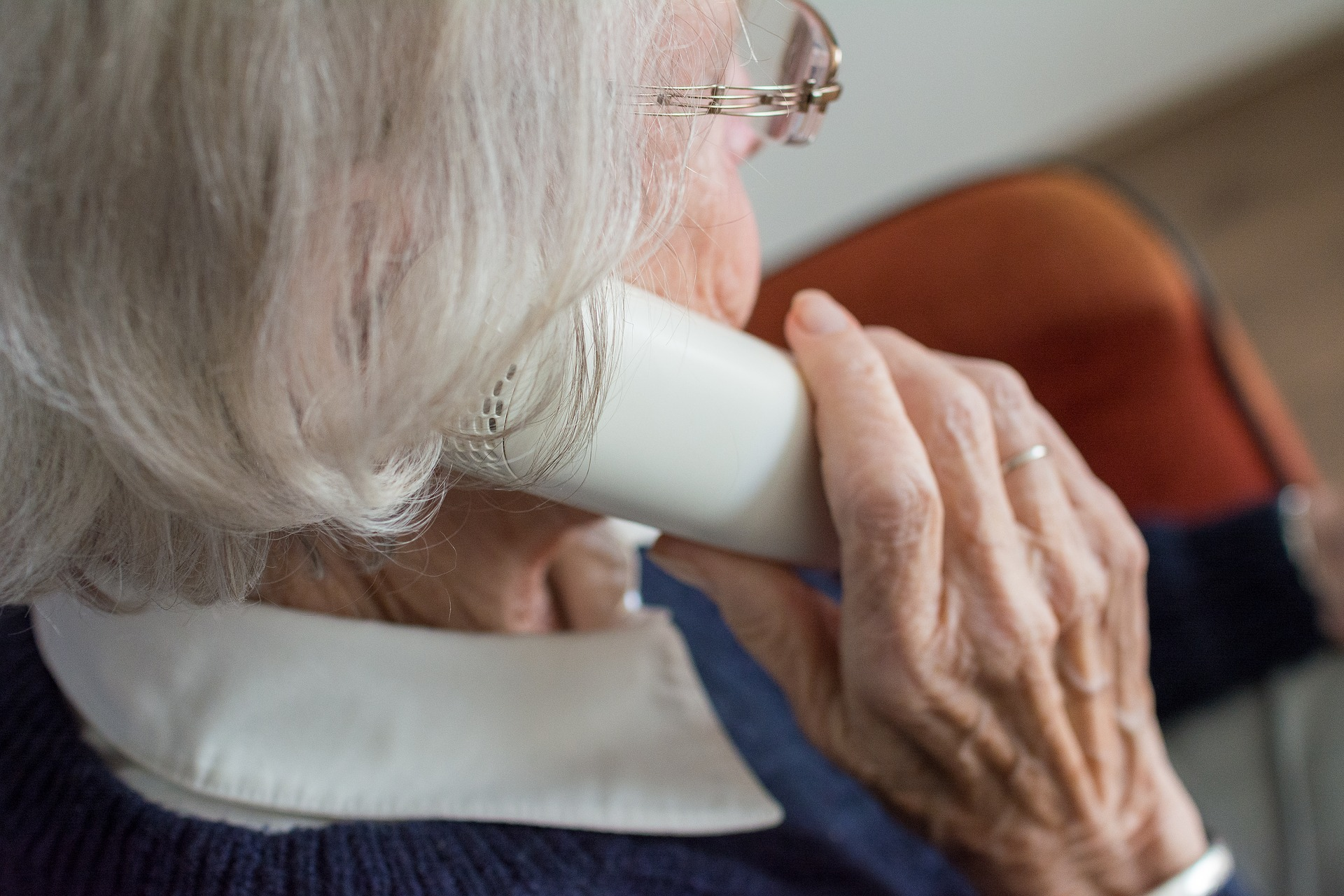 Z Infolinii wsparcia dla seniorów prowadzonej przez żołnierzy WOT skorzystało już ponad 12 tys. osób