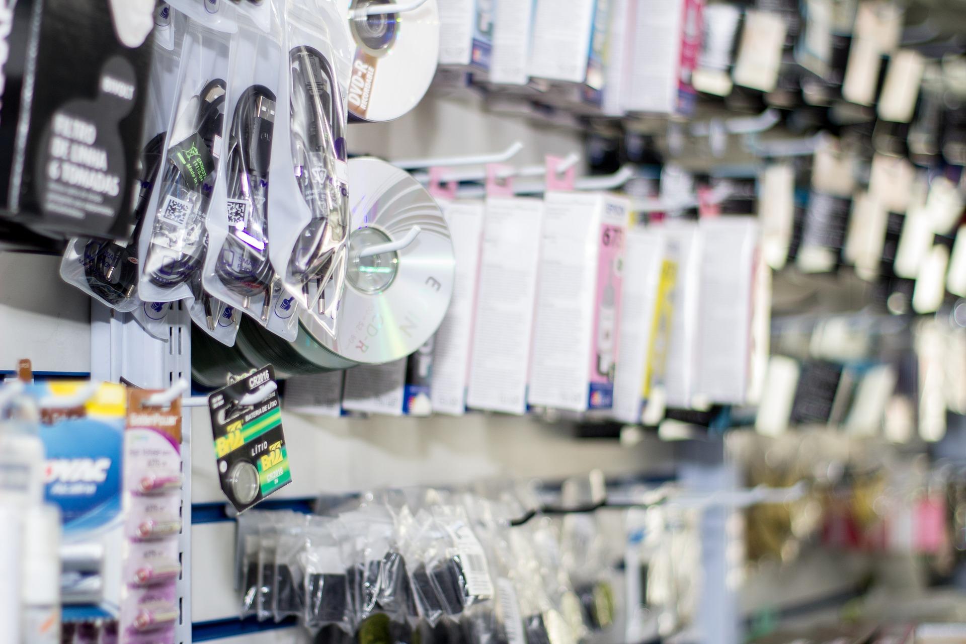 Kontrole w sklepach z elektroniką