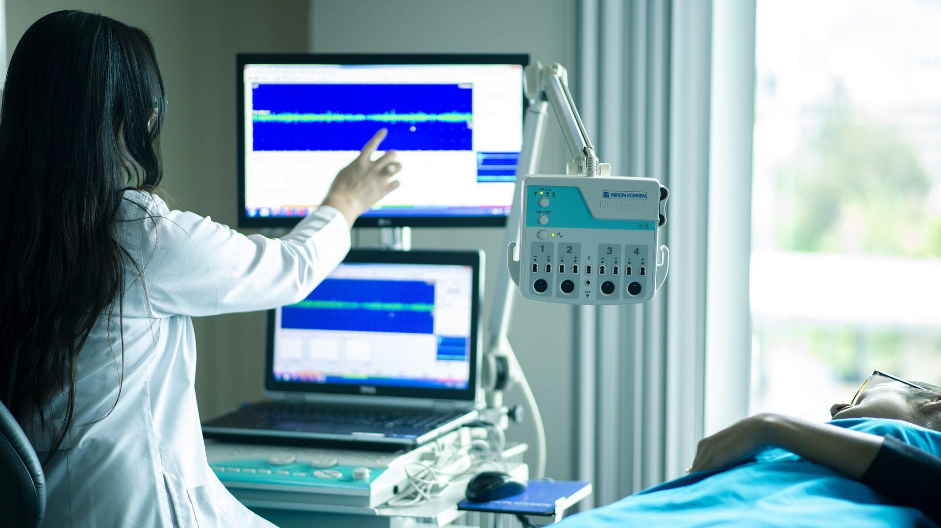 """Kardiolodzy """"nauczą"""" komputery opisu EKG"""