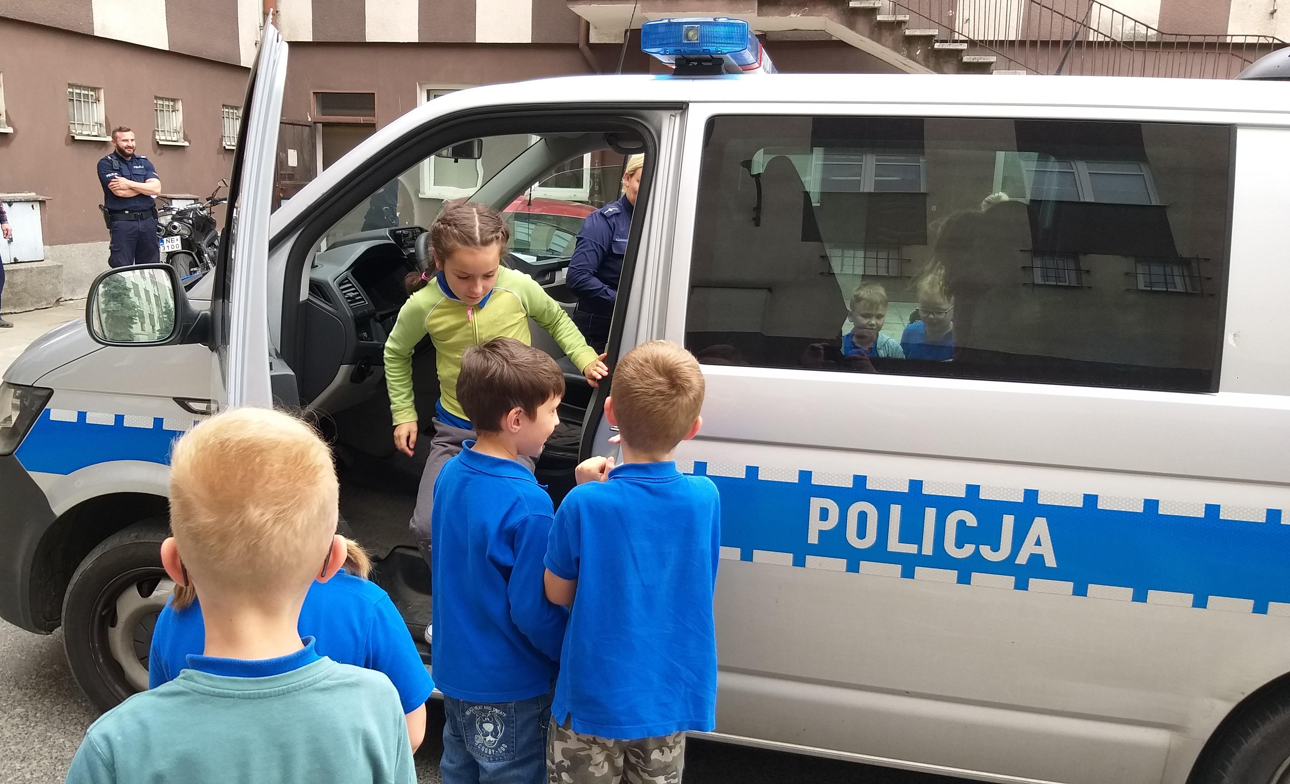 Dzieci z SP 16 odwiedziły komendę Policji