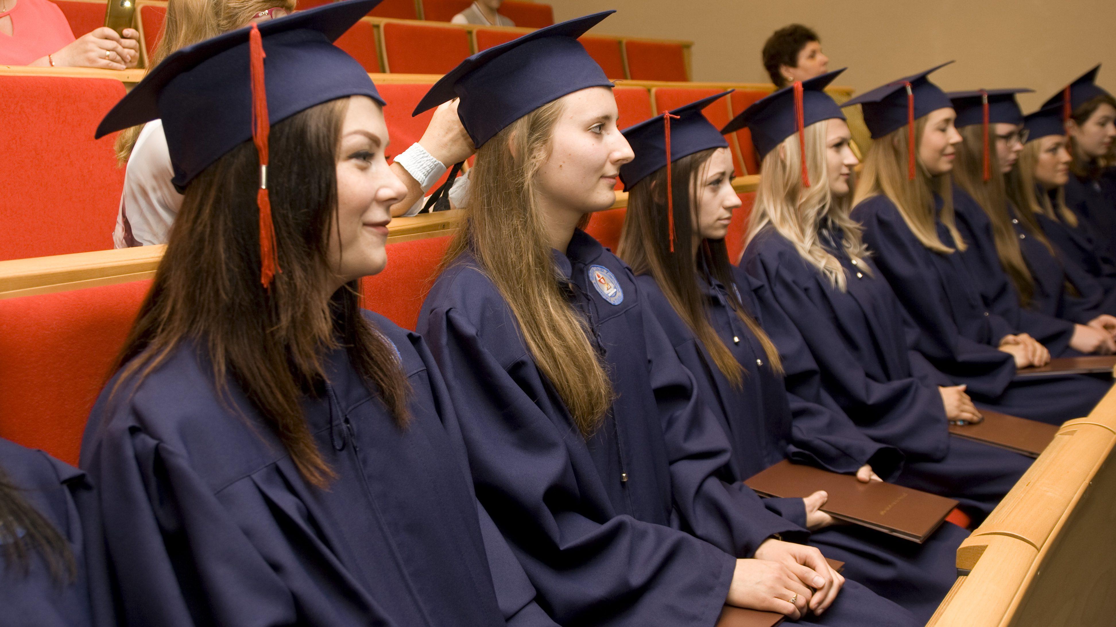 Wręczono dyplomy magisterskie w PWSZ w Elblągu