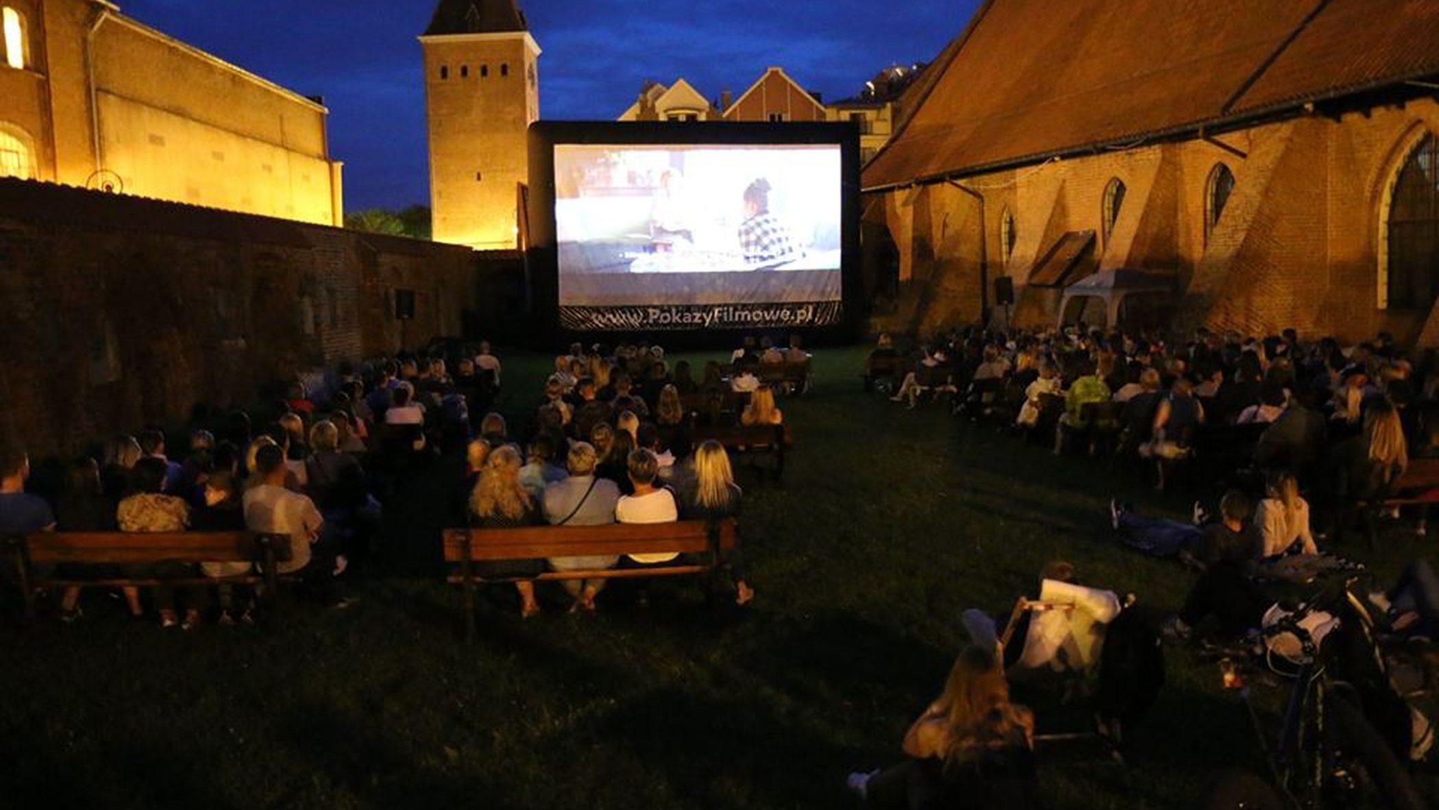 Letnie kino pod chmurką już w sobotę