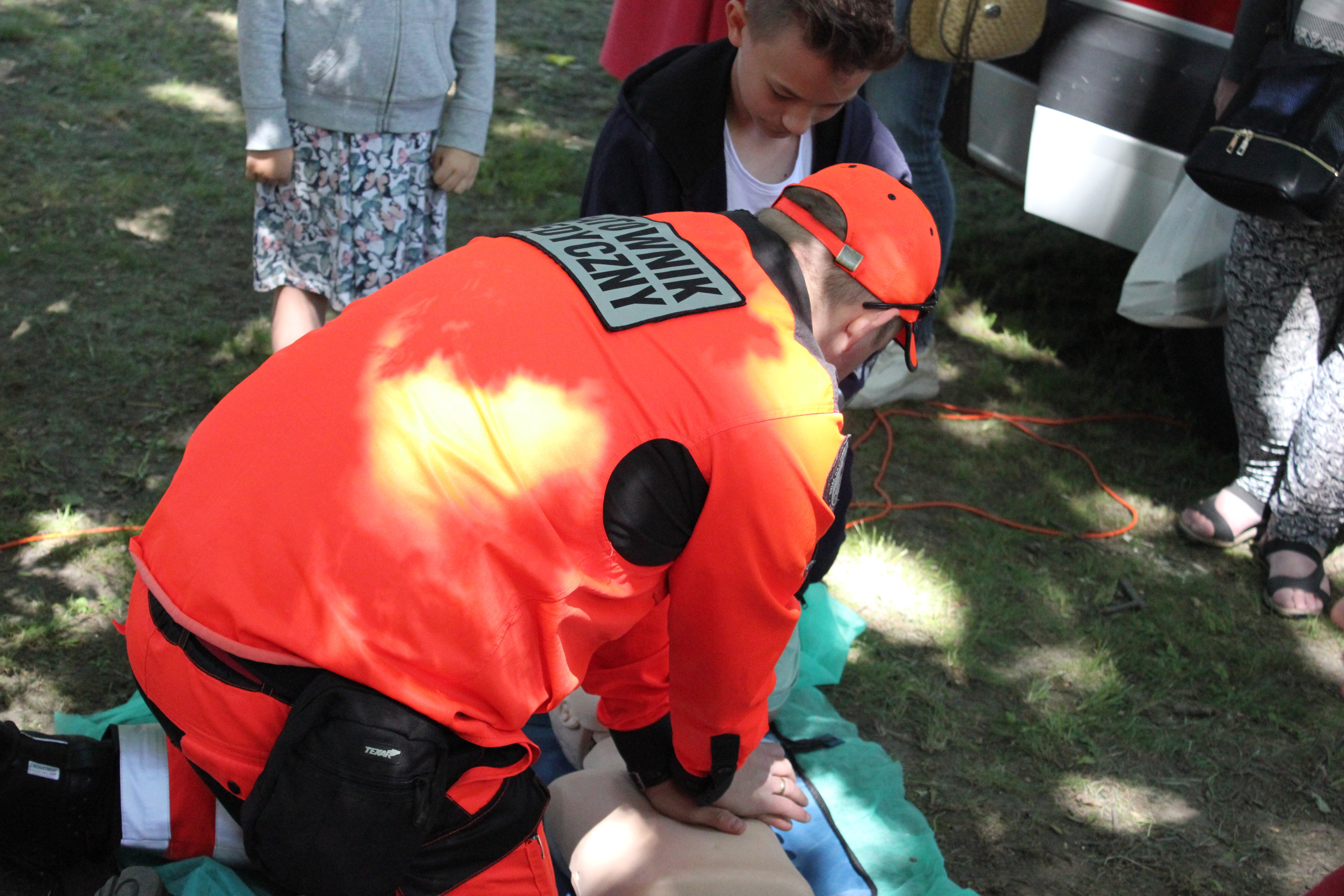 ERC: Udzielając pierwszej pomocy należy zakładać, że poszkodowany jest zakażony koronawirusem