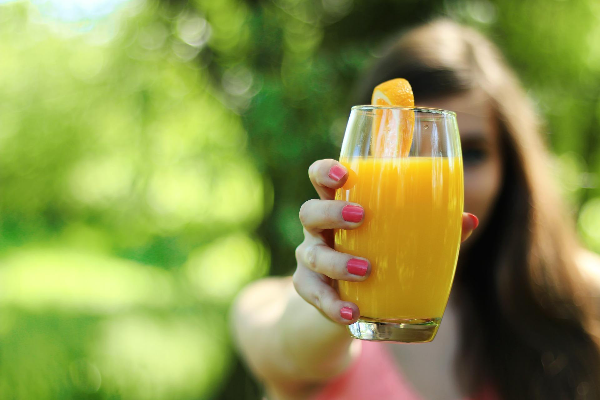 Ekspert: nie ma związku między piciem soków a nowotworami