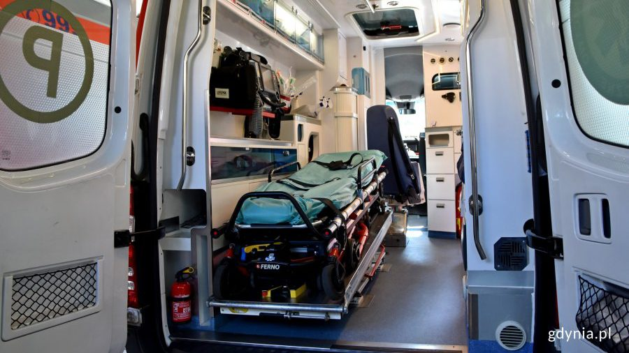 Dwa nowe ambulanse w gdyńskim pogotowiu