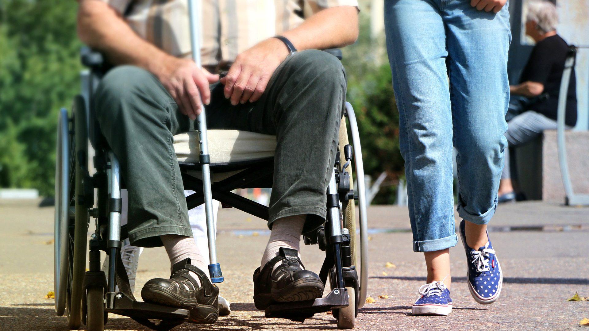 30 mln zł dla samorządów. Ruszają usługi asystenta osobistego dla osób niepełnosprawnych