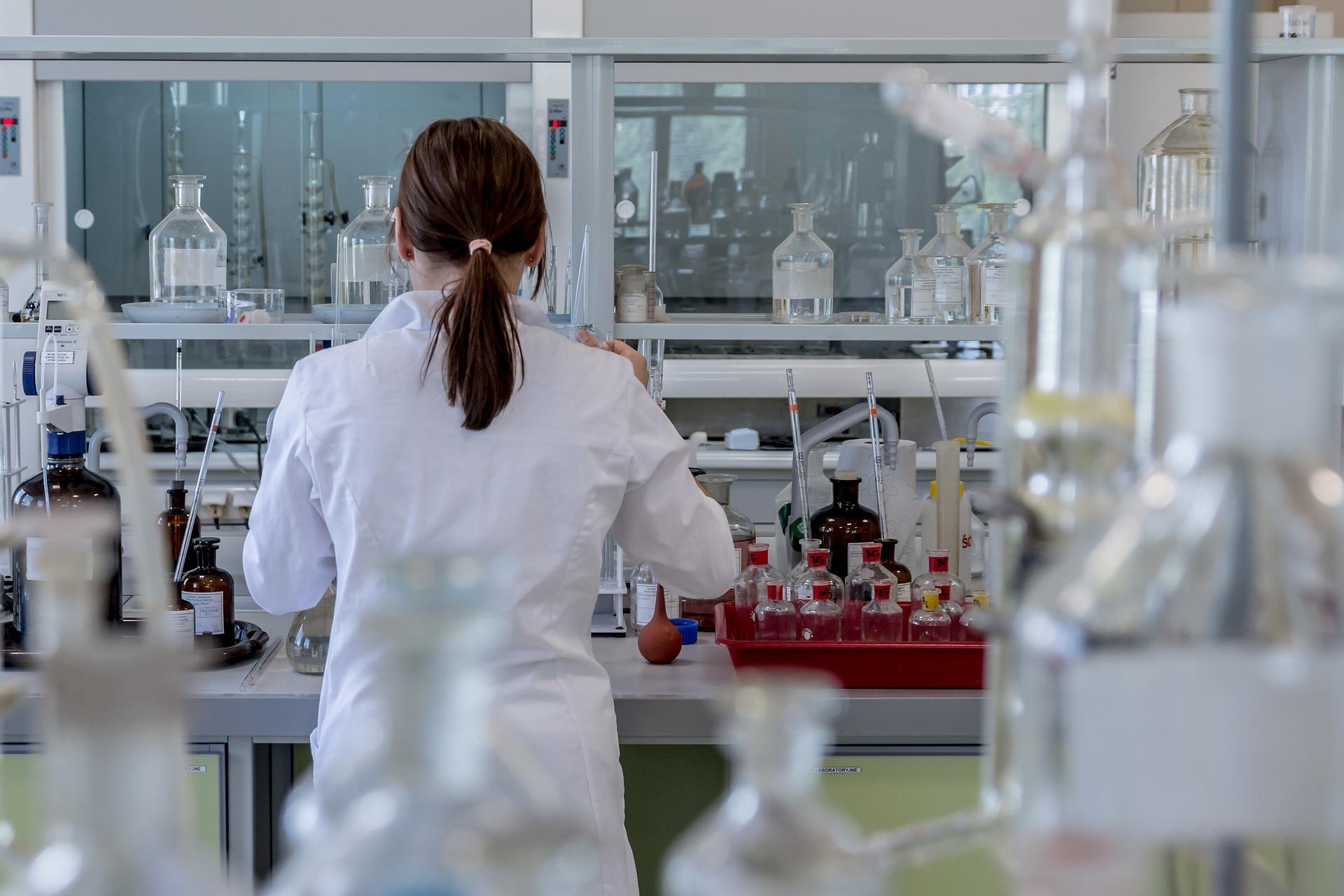Polscy naukowcy badają interakcje koronawirusa z ludzkimi komórkami