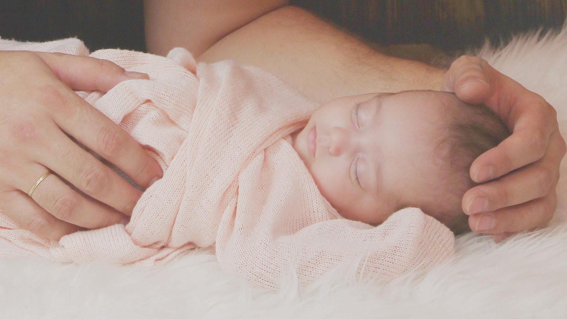 Niedotlenienie dziecka w trakcie porodu – jakie mogą być skutki?