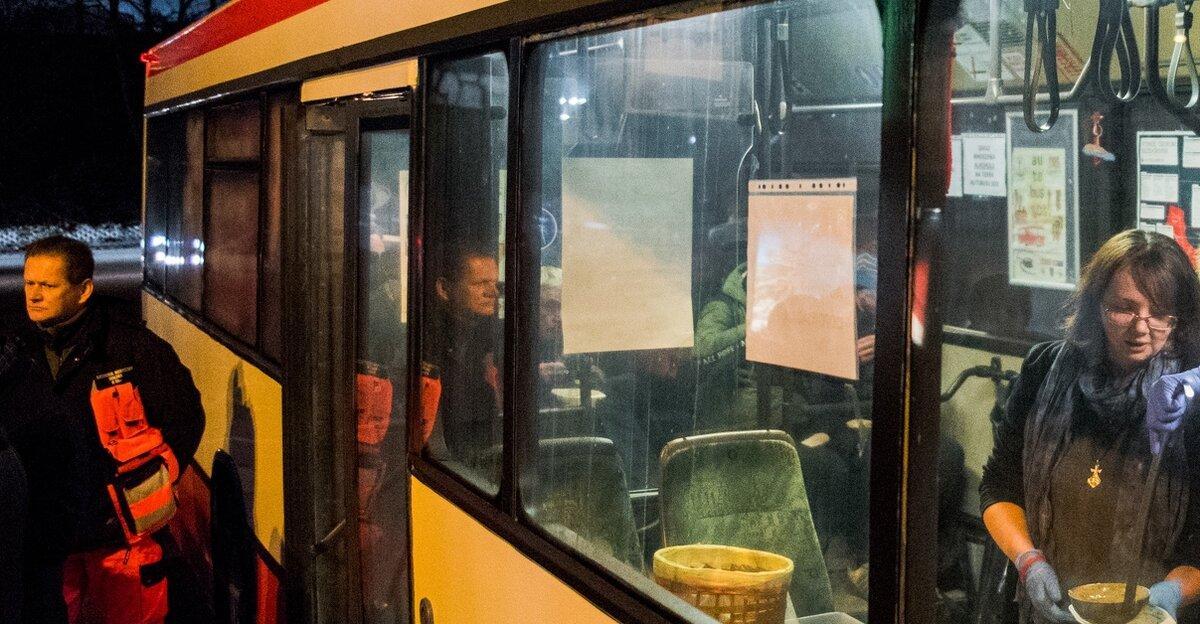 Autobus SOS ponownie pomaga osobom w kryzysie bezdomności