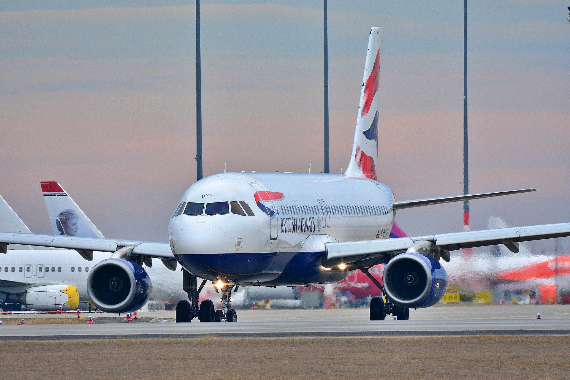 Poznań: Pasażer opóźnił wylot samolotu, bo nie chciał założyć maseczki