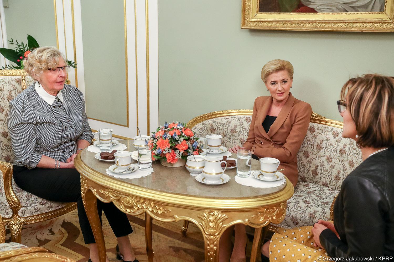 Przedstawicielki Stowarzyszenia Szlakiem Tęczy w Pałacu Prezydenckim
