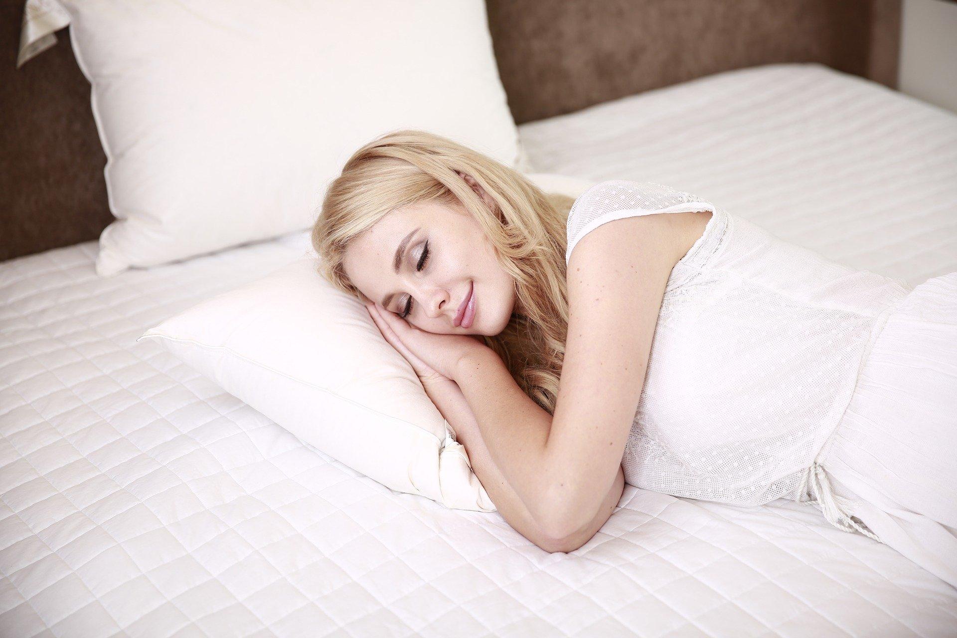Bezsenność, zakłócony sen i wypalenie zawodowe zwiększają ryzyko ciężkiego przebiegu COVID-19