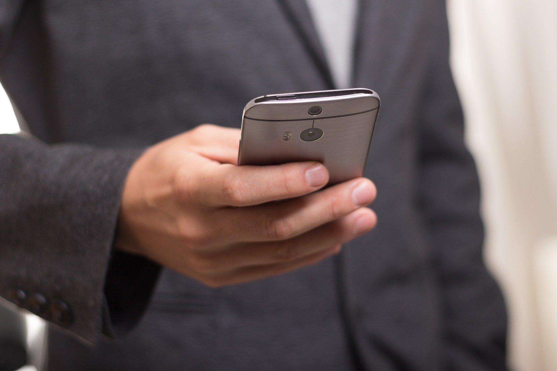 Francja: Fiasko aplikacji StopCovid. Tylko 14 powiadomień o zagrożeniu