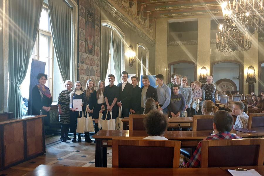 Kraków: Młodzież i seniorzy działają razem