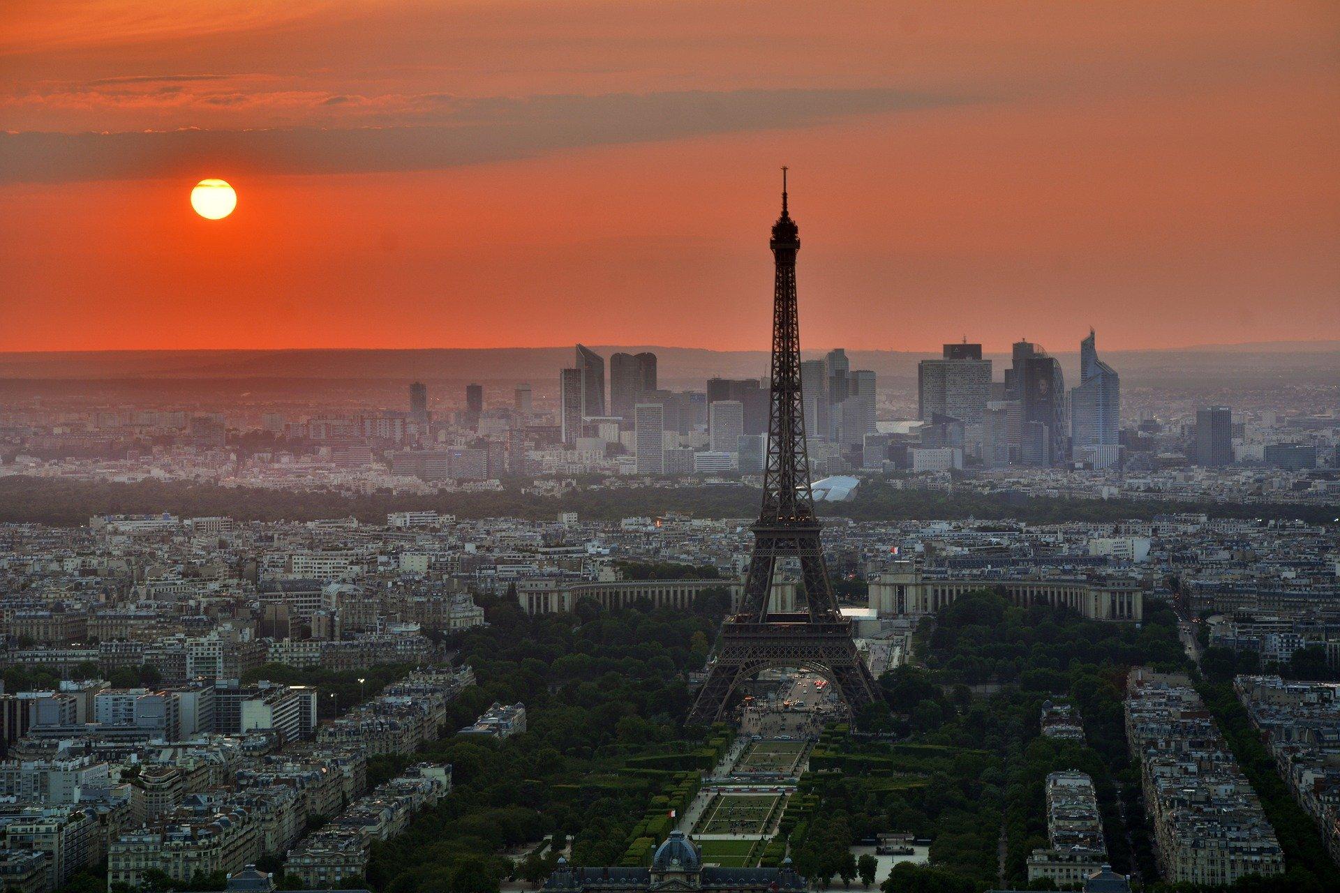"""Francja: Senat przegłosował ustawę dotyczącą """"śledzenia"""" pacjentów z koronawirusem"""