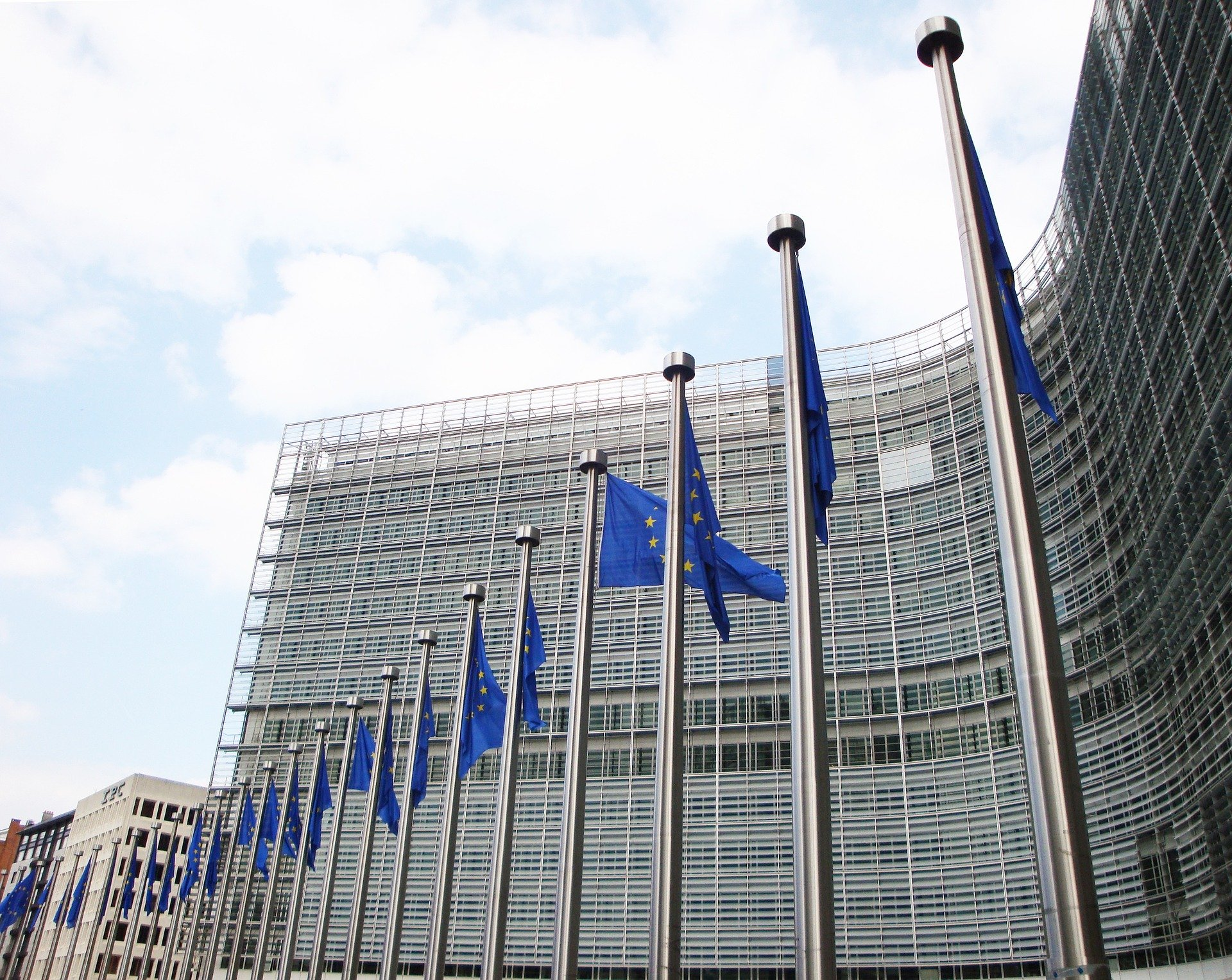 Müller: W UE dyskutowany jest temat odpłatnego przekazania patentów na szczepionki