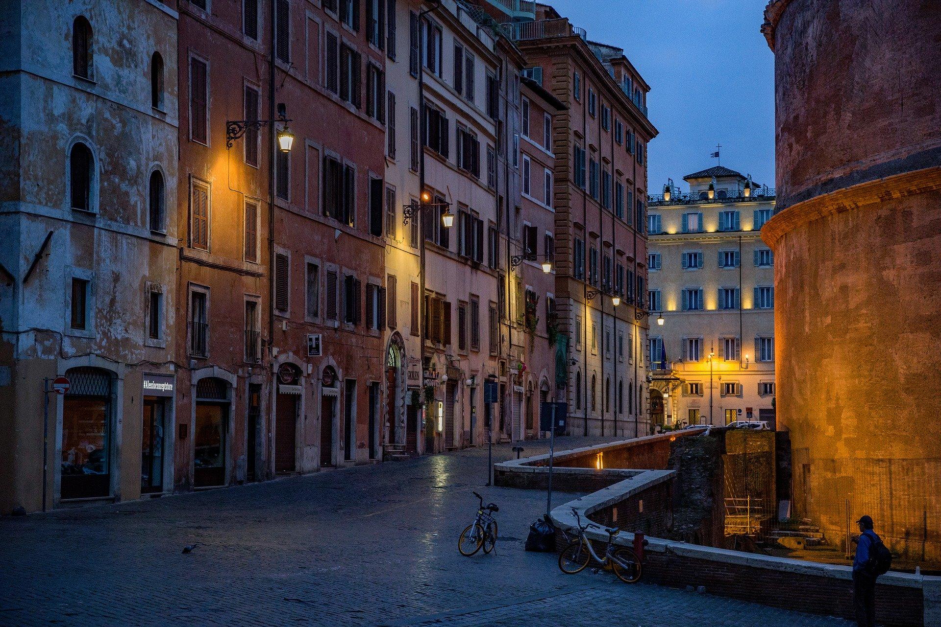 Włoski wiceminister zdrowia: Za wcześnie na to, by znieść godzinę policyjną