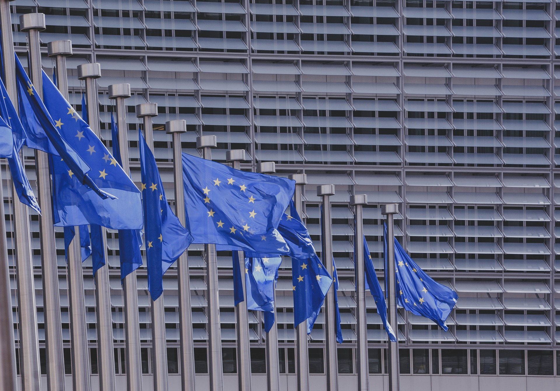 UE robi kolejny krok w stronę paszportów szczepionkowych