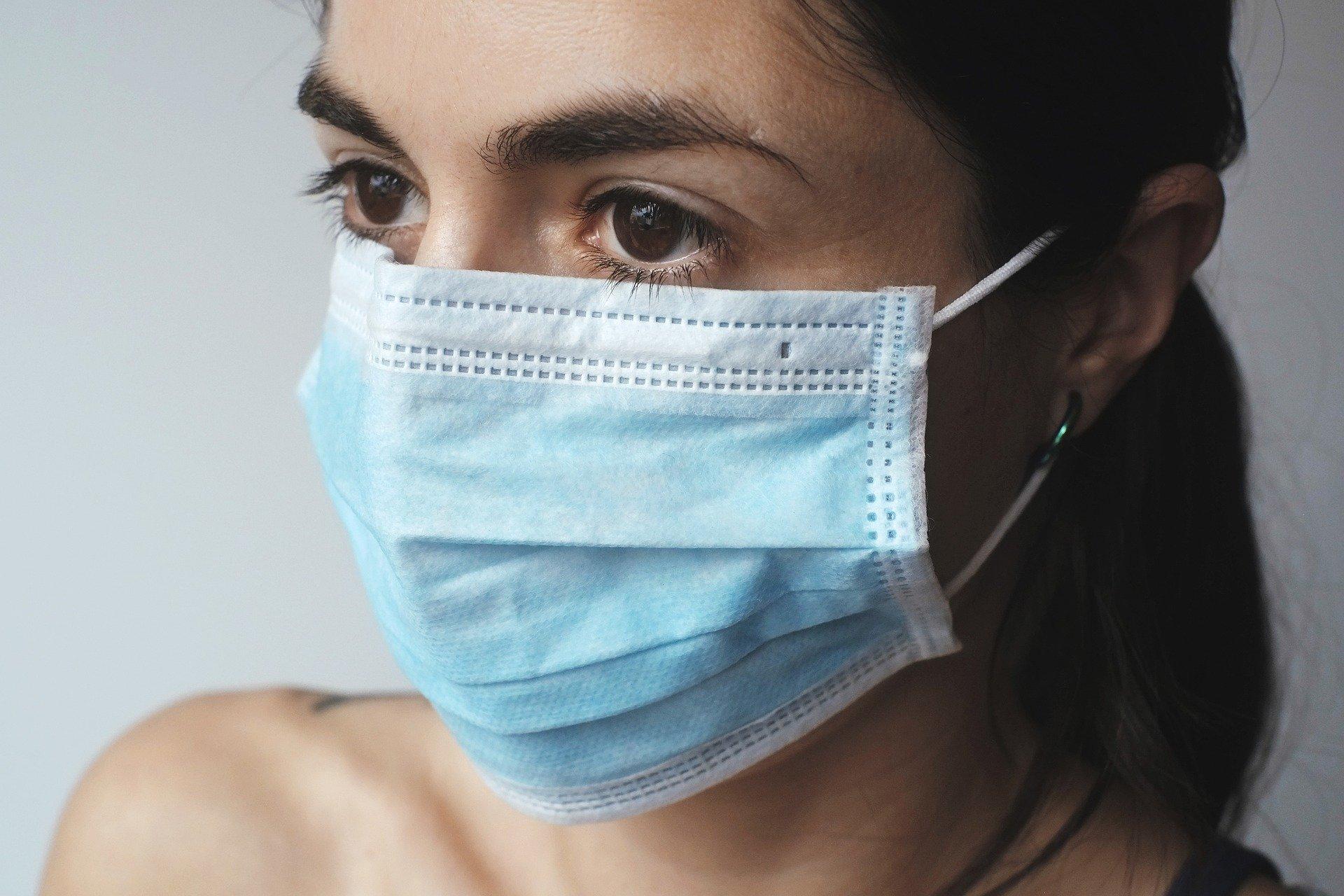 Badanie: Koronawirus może pozostać na maseczkach nawet przez tydzień