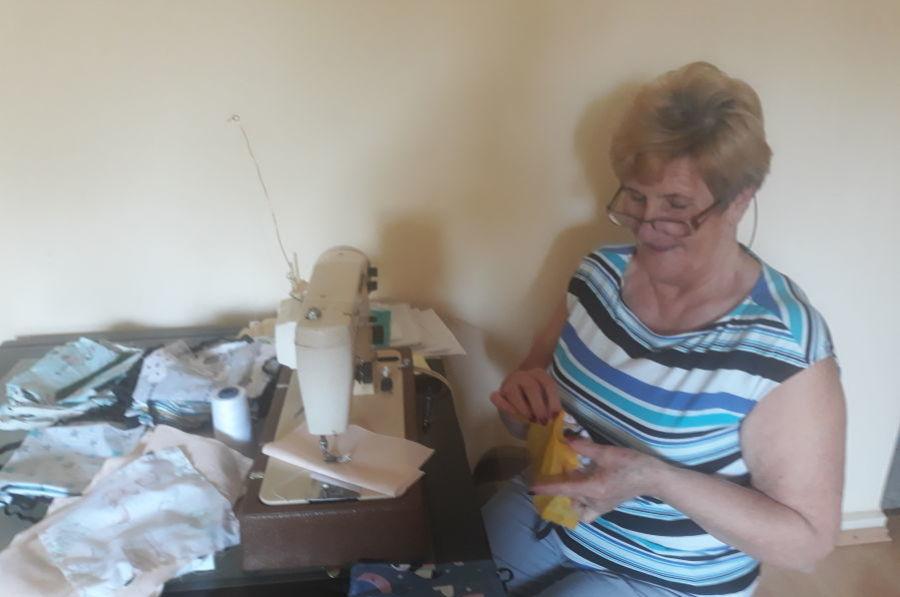 Rada Krakowskich Seniorów szyje maseczki