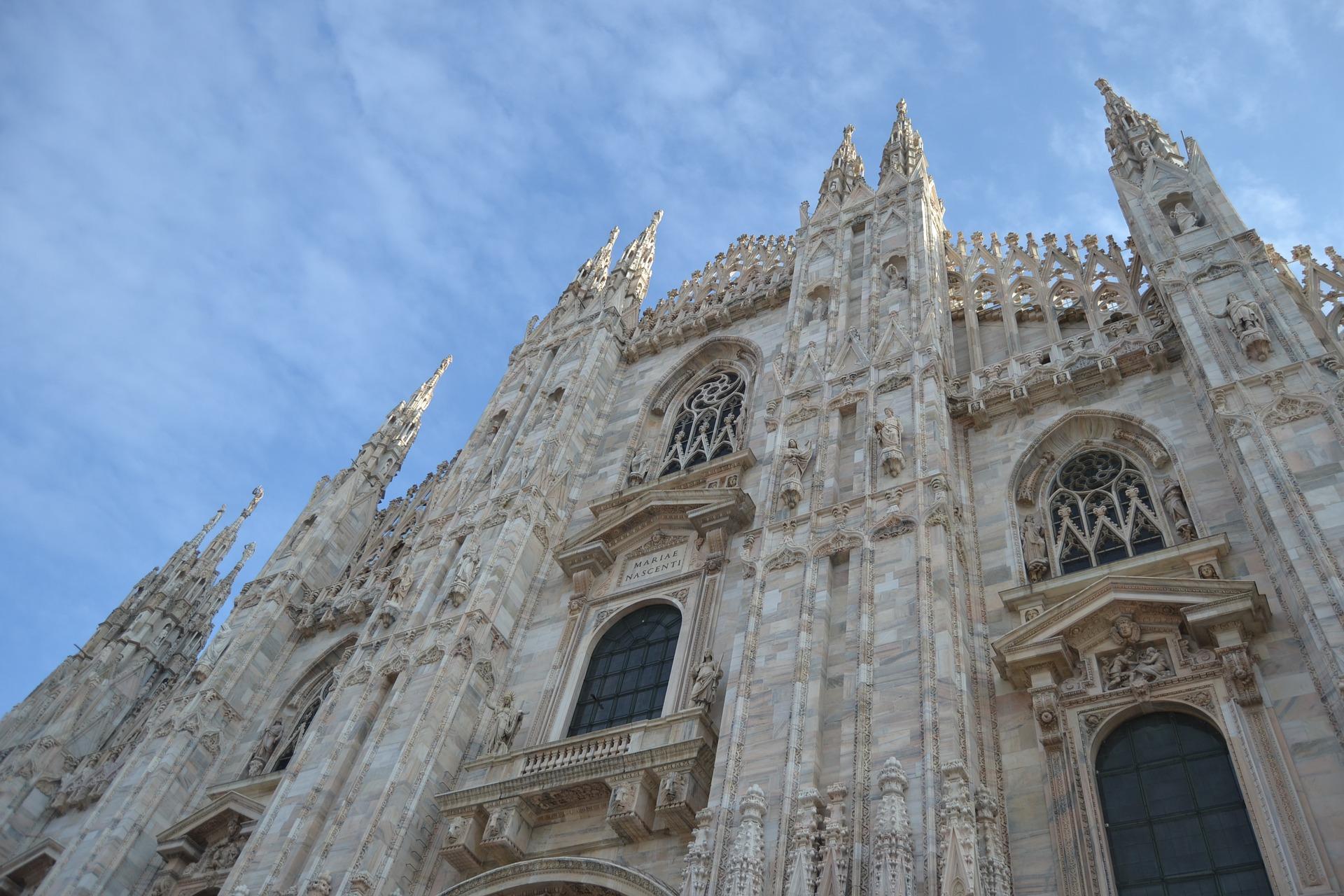 Andrea Bocelli wystąpił samotnie z recitalem w katedrze w Mediolanie