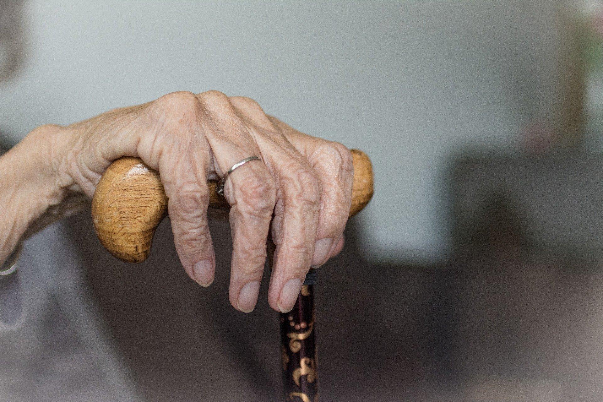 Niedzielski apeluje do seniorów, żeby nadal stosowali maseczki i izolowali się
