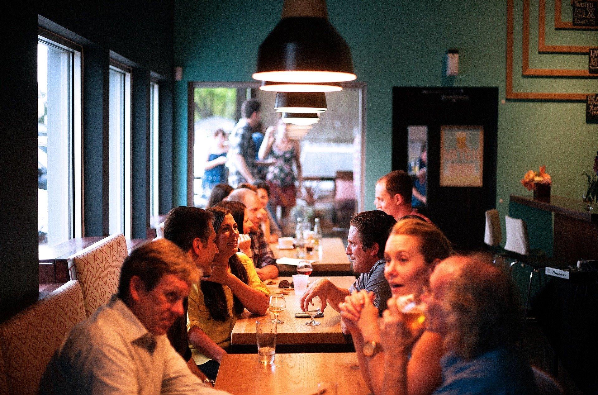 Hiszpania: Katalonia zamyka dyskoteki i ogranicza działalność restauracji na 15 dni