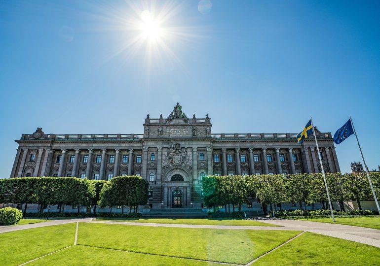 """Szwecja uwierzyła w """"odporność stadną"""". Ta strategia okazała się porażką"""