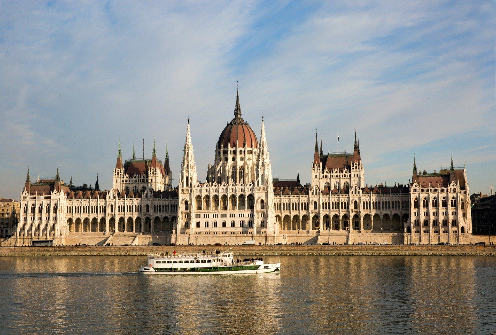 Węgry: Parlament przedłużył stan zagrożenia epidemicznego
