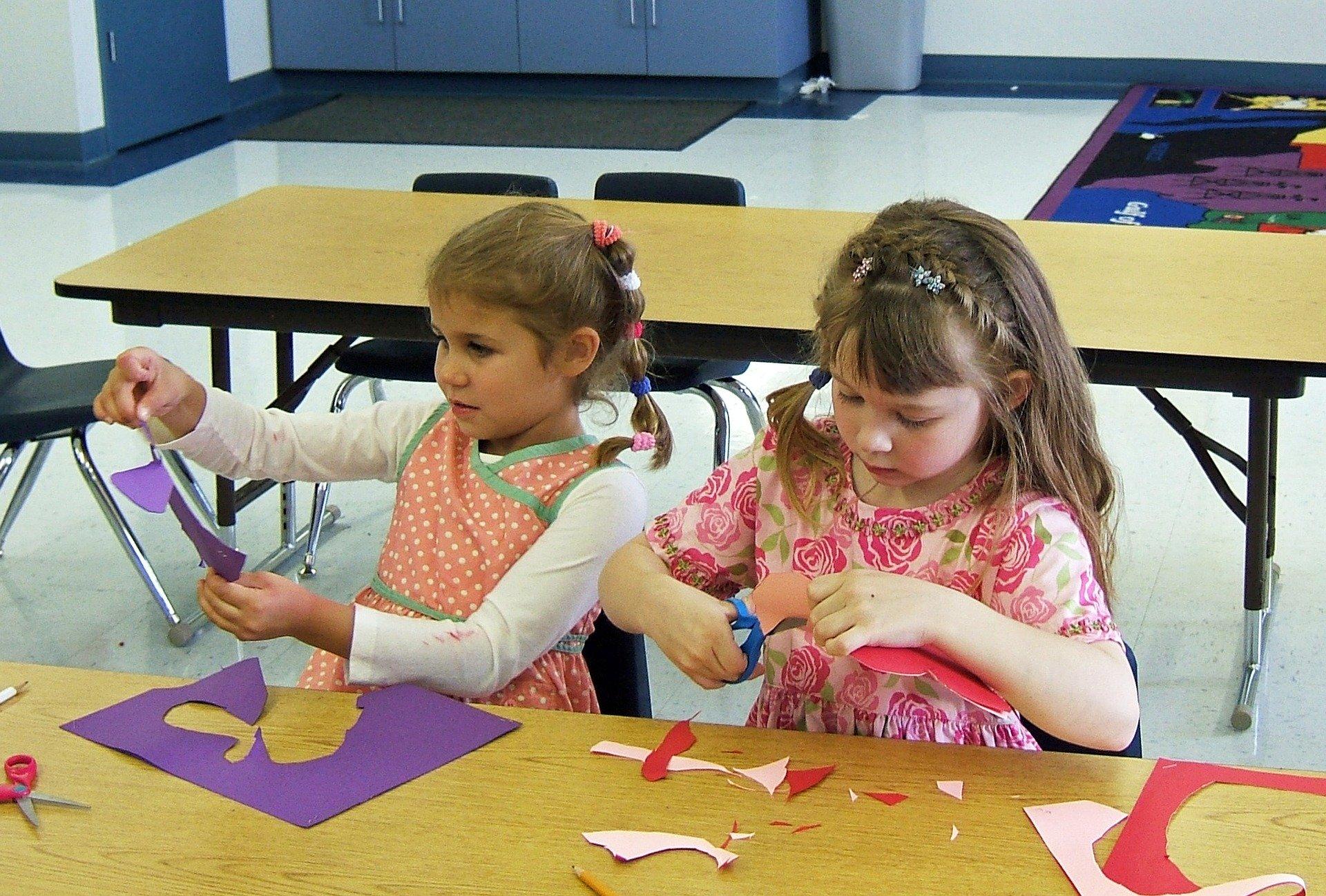 W przypadku nauczania zdalnego rodzicom przysługuje dodatkowy zasiłek opiekuńczy