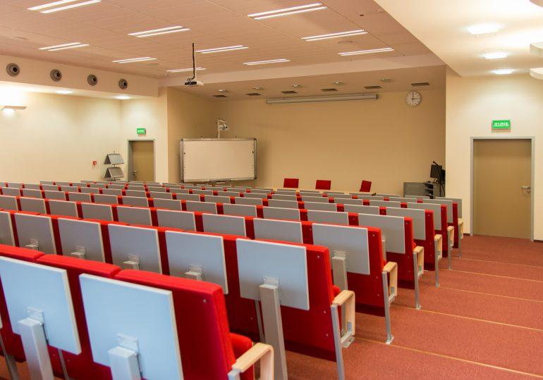 Czarnek: Letnia sesja na uczelniach mogłaby się odbyć w trybie stacjonarnym
