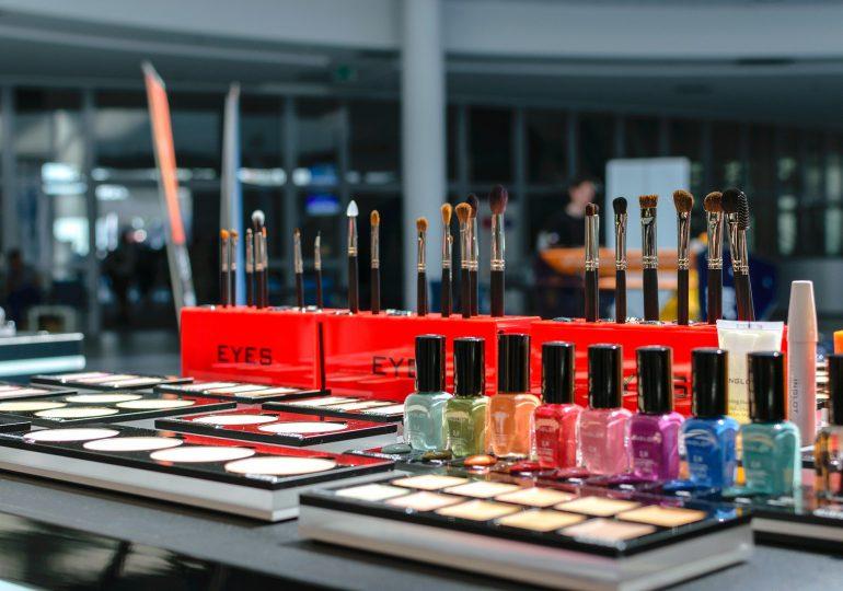 MR: Po uruchomieniu salonów kosmetycznych co najmniej 1,5 m między pracownikami