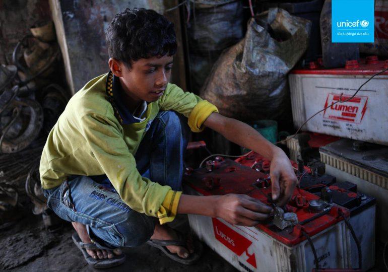 Raport UNICEF i Pure Earth: Co trzecie dziecko na świecie jest zatrute ołowiem