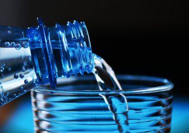 Łódź: Uniwersytet Medyczny rezygnuje z zakupu wody w butelkach PET