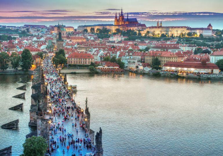 Czechy: Otwarte sklepy i usługi. Na zewnątrz częściowo bez maseczek