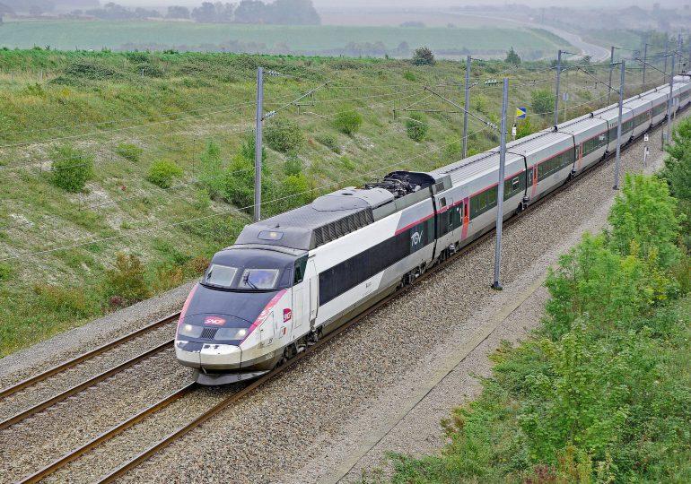 Francja: Mandat i wysadzenie z pociągu wśród kar za brak maseczki
