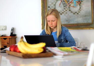 Nauka online nie poprawiła nawyków związanych ze snem u uczniów