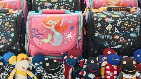 Łódź: 100 plecaków dla dzieci z rodzin zastępczych i rodzin potrzebujących wsparcia