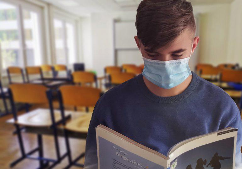 Małopolskie: Do kuratorium trafiają skargi w sprawie noszenia maseczek w szkołach