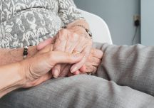 Naczelny Razem z Tobą: Seniorzy, zostańcie w domu!