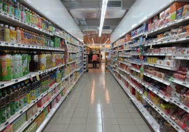 Jak sprzedawcy informują o cenach? UOKiK podaje dane z raportu