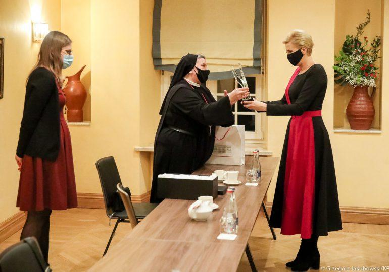 Wilno: Pierwsza Dama spotkała się z s. Michaelą Rak prowadzącą jedyne na Litwie hospicjum